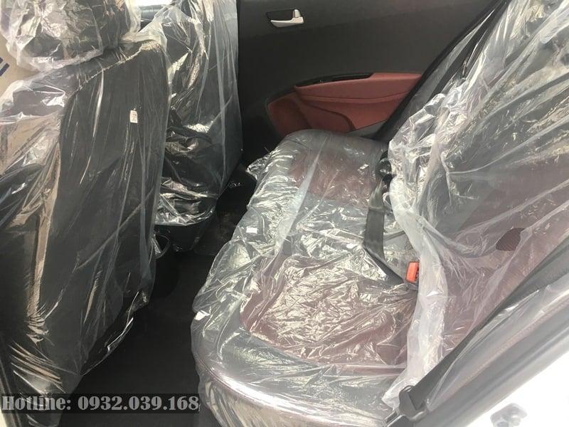 Hàng ghế thứ 2 trên Hyundai Grand i10