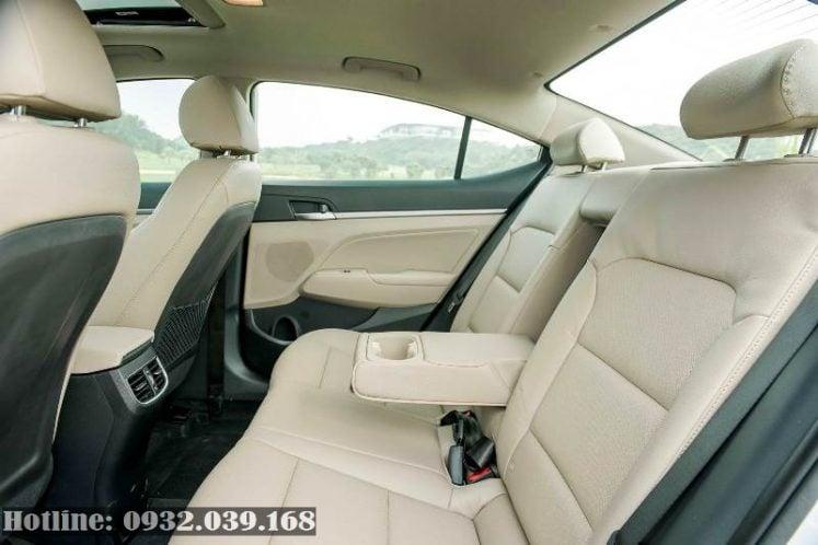 giá xuống đường Hyundai Elantra 2020 số tự động 1.6
