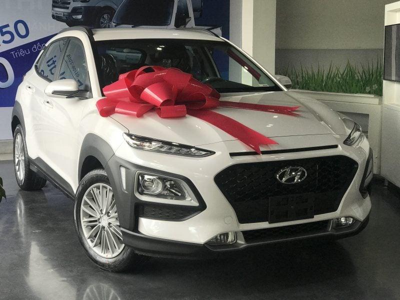 Hyundai Kona 2.0AT tiêu chuẩn màu trắng