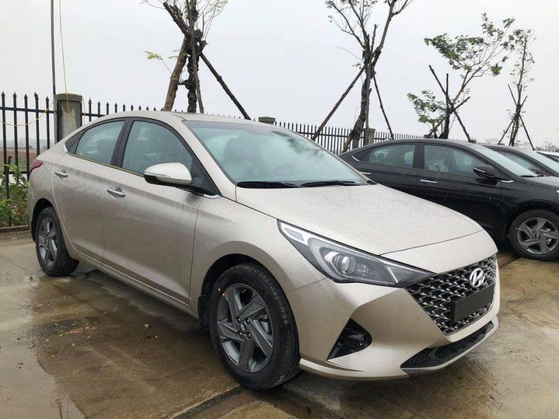 Hyundai Accent bản đặc biệt 2021 màu Ghi vàng
