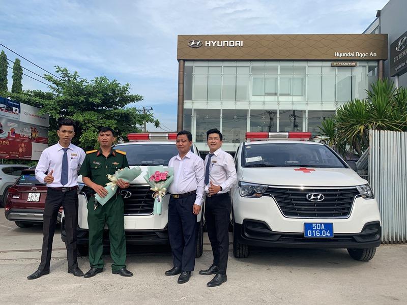 Bán trả góp xe cưu thương Hyundai Starex